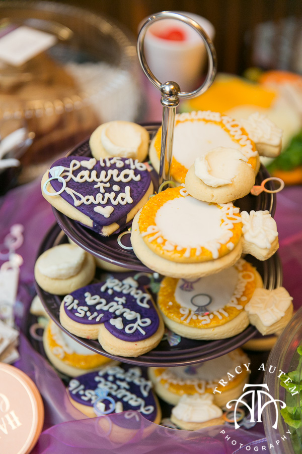 laura-and-david-wedding-details-classic-oaks-venue-wedding-reception-ideas-purple-tcu-flowers-justines-love-sign-rustic-tracy-autem-photography-0001