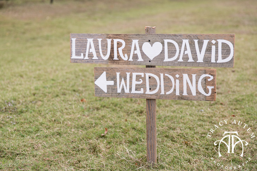 laura-and-david-wedding-details-classic-oaks-venue-wedding-reception-ideas-purple-tcu-flowers-justines-love-sign-rustic-tracy-autem-photography-0011