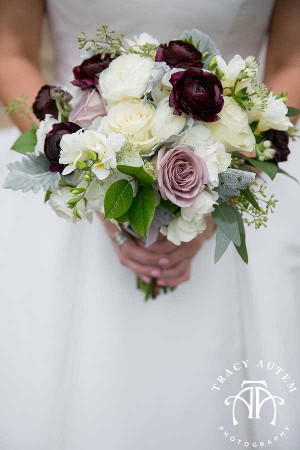 laura-and-david-wedding-details-classic-oaks-venue-wedding-reception-ideas-purple-tcu-flowers-justines-love-sign-rustic-tracy-autem-photography-0019