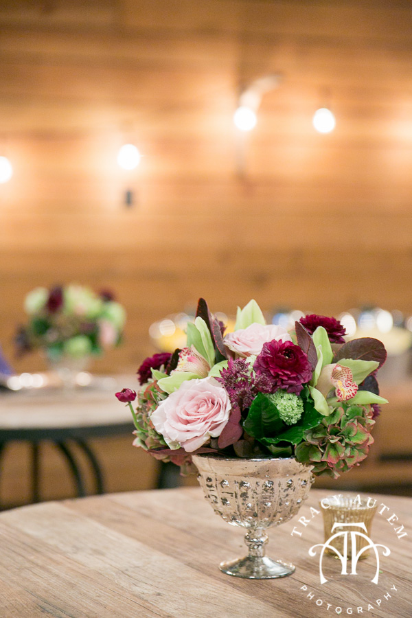 laura-and-david-wedding-details-classic-oaks-venue-wedding-reception-ideas-purple-tcu-flowers-justines-love-sign-rustic-tracy-autem-photography-0053
