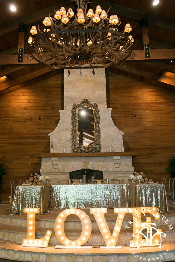 Judge Wedding Details Blog Classic Oaks Ranch Outside nature May I Serve You Mockingbird Bridal DiFiori Nothing Bundt Cakes -6