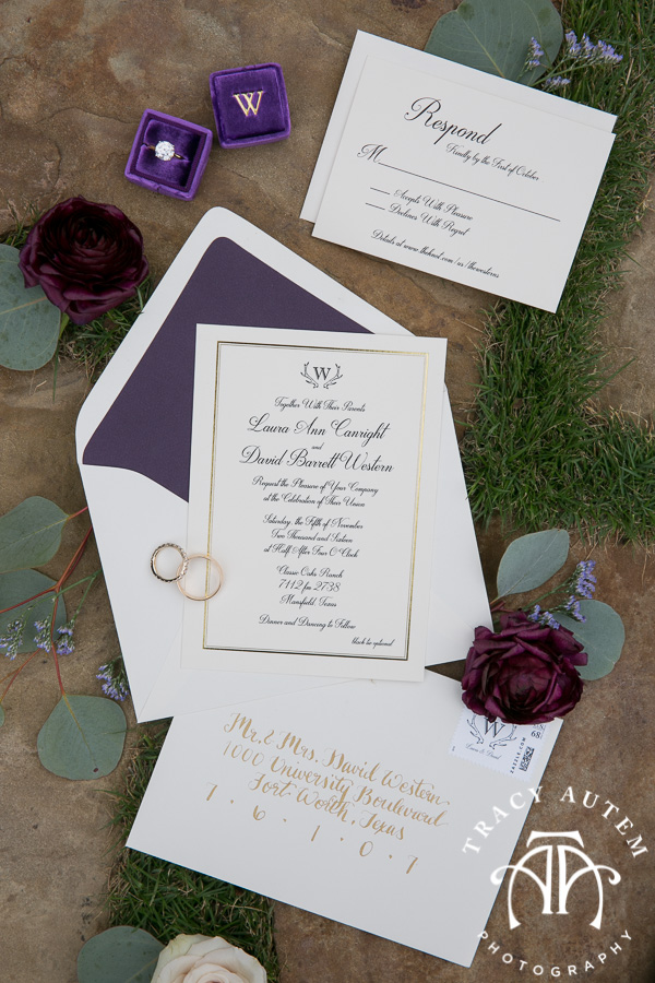 laura-and-david-wedding-details-classic-oaks-venue-wedding-reception-ideas-purple-tcu-flowers-justines-love-sign-rustic-tracy-autem-photography-0016