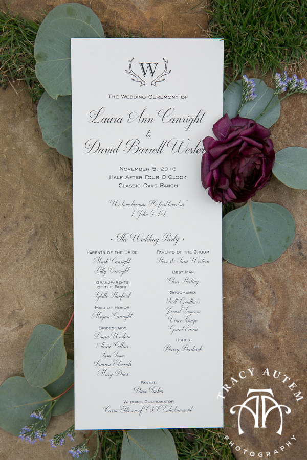 laura-and-david-wedding-details-classic-oaks-venue-wedding-reception-ideas-purple-tcu-flowers-justines-love-sign-rustic-tracy-autem-photography-0022