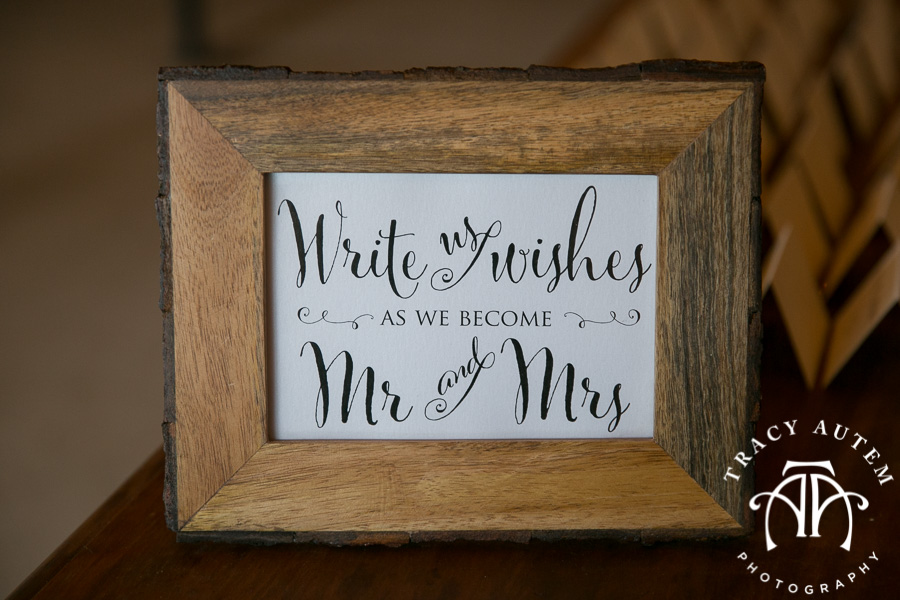laura-and-david-wedding-details-classic-oaks-venue-wedding-reception-ideas-purple-tcu-flowers-justines-love-sign-rustic-tracy-autem-photography-0026