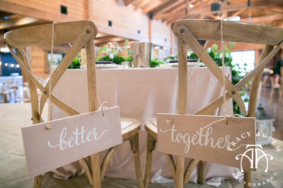 laura-and-david-wedding-details-classic-oaks-venue-wedding-reception-ideas-purple-tcu-flowers-justines-love-sign-rustic-tracy-autem-photography-0041